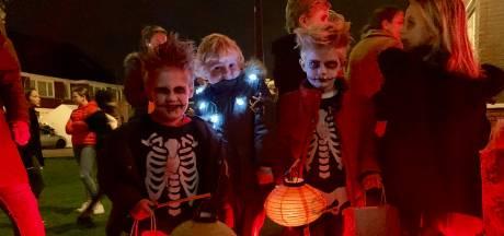 150 griezeltjes lopen Berghse halloweenoptocht