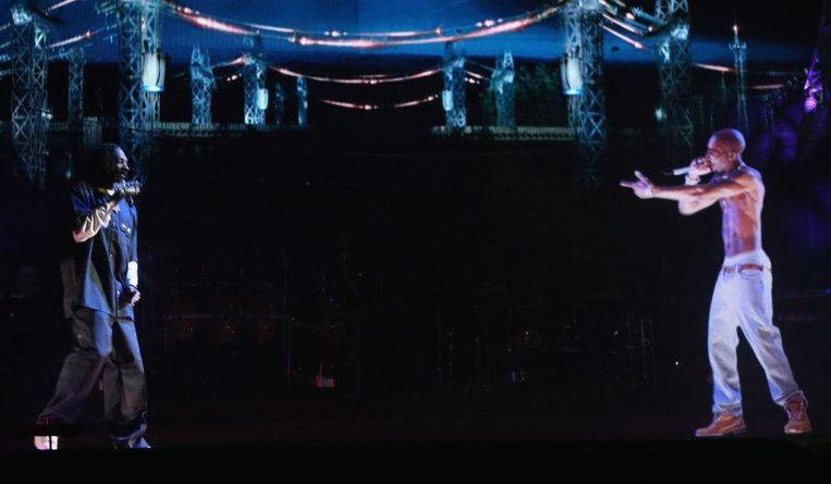 Tupac als hologram met Snoop Dogg in 2012 Beeld