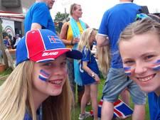 IJslandse voetbalfans kleuren Doetinchem blauw