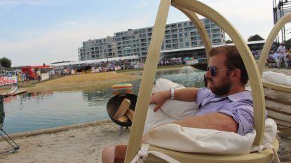 Willy Naessens zorgt voor een strand op Waregem Koerse