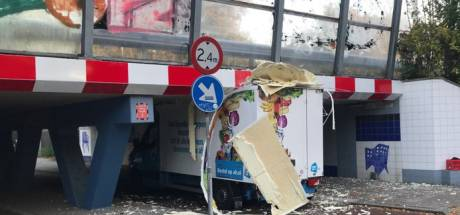 Weer auto klem in viaduct Prins Hendriklaan: waar gaat het mis?