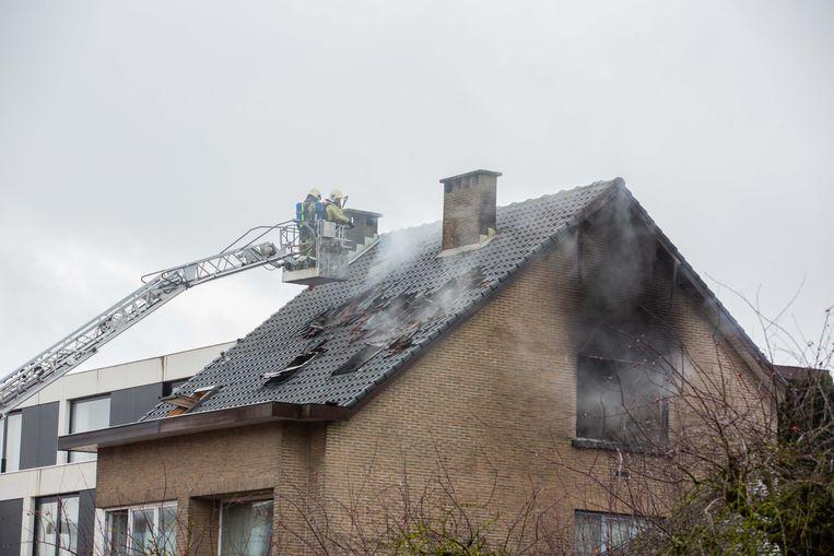 Bij de brand brandde een van de twee dakappartementen volledig uit.