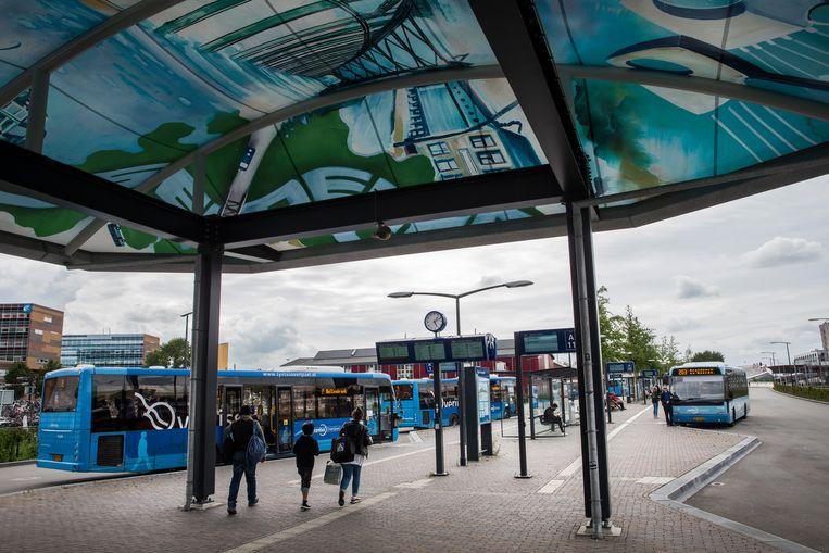 Bussen van vervoersbedrijf Keolis die onder de naam Syntus rijden op het busstation van Zwolle.  Beeld Hollandse Hoogte / Nederlandse Freelancers