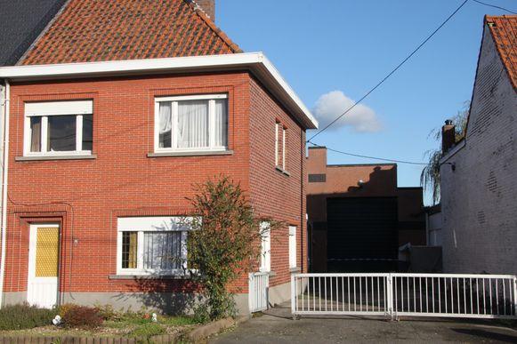 De woning met achterliggende loods.