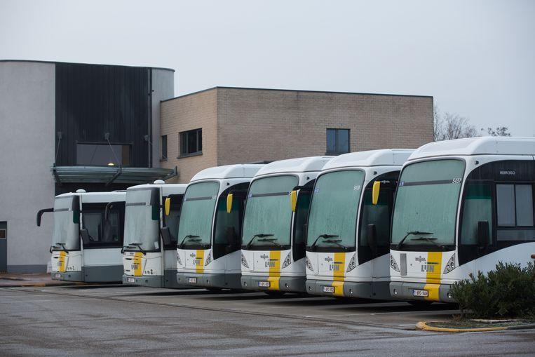 Door de stiptheidsacties rijden de bussen van De Lijn in Limburg als vanouds buiten om de jeugd van en naar school en mensen naar hun werk te brengen.