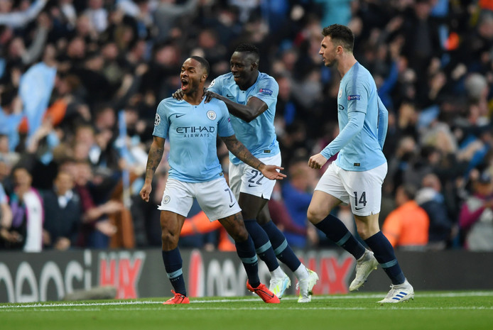 City viert feest na de goal van Raheem Sterling (l).
