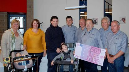 Reigervrienden schenken 500 euro aan jongetje (6) met beperking