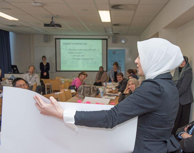 De Universiteit Leiden schafte de imamopleiding af, maar studenten kunnen er, zoals hier, wel de opleiding 'Islamic Studies' volgen. Beeld Leiden Islam Academie