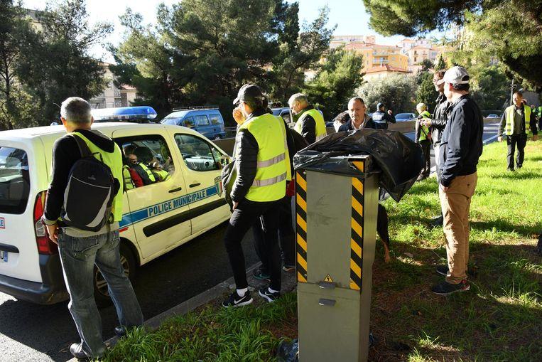 Gele hesjes maakten vorig jaar onder meer in Nice een flitspaal onklaar.