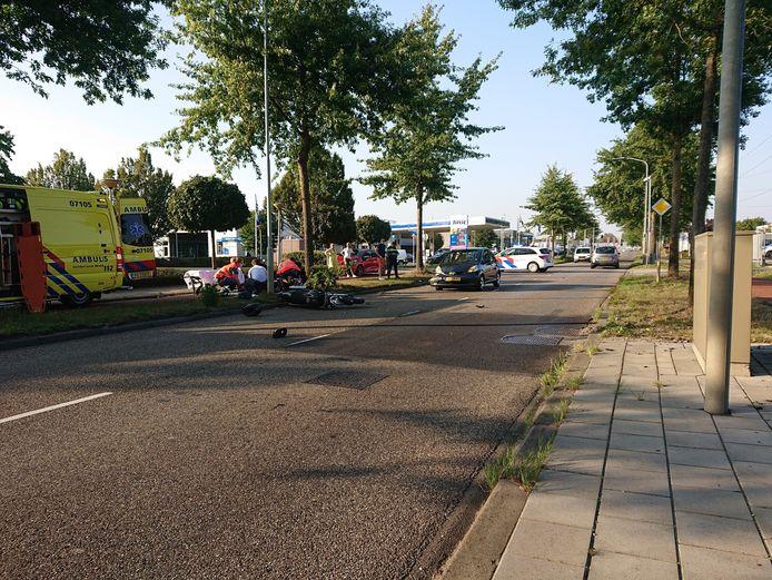 Een motorrijder is dinsdag gewond geraakt door een botsing met een auto in Ede.