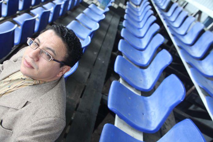 Machid el Boustati op de tribune van sportpark Sprokkelenburg, waar SMVC Fair Play per 1 september moet vertrekken (FOTO: 2013).