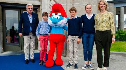 IN BEELD: prins Laurent neemt kinderen mee naar expo Smurfenavontuur