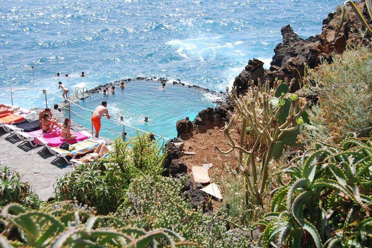 De getijdenpoel op het Spaanse Tenerife Beeld null
