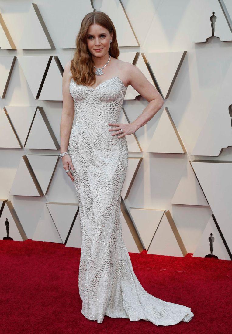 Amy Adams speelt op veilig in een witte jurk.