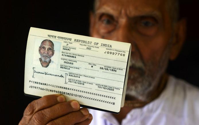 Zijn paspoort.