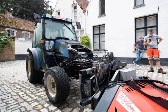 Een tractor vatte vuur in het Begijnhof van Lier