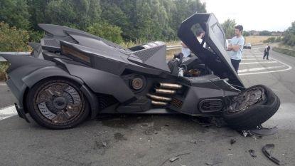 Dit zie je ook niet elke dag: Batman crasht in Noord-Franse Tetegem