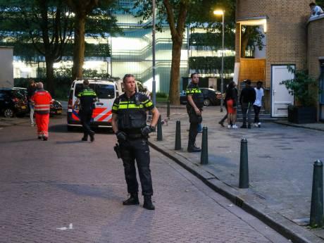Man neergestoken op de West-Kruiskade, twee jonge vrouwen aangehouden