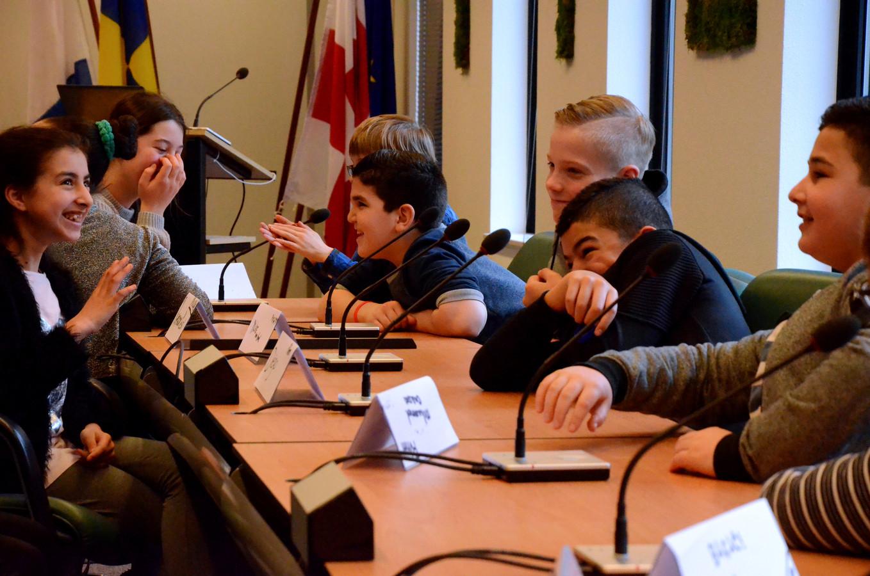 Fractieoverleg, dat hoort ook bij een debat in de raadzaal.