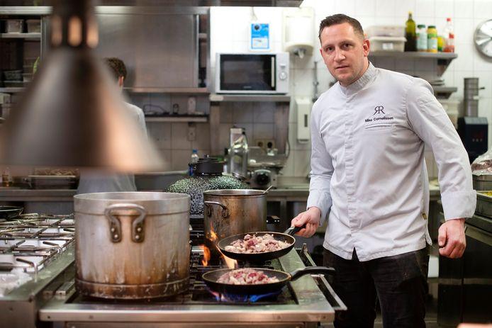 Chef-kok Mike Cornelissen van restaurant Rijnzicht in Doornenburg maakt gebruik van Hungggry. Foto: Gerard Burgers