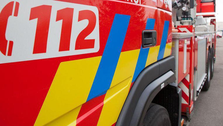 Verschillende brandweerkorpsen rukten uit om de uitslaande brand te blussen. Het vuur is inmiddels onder controle.
