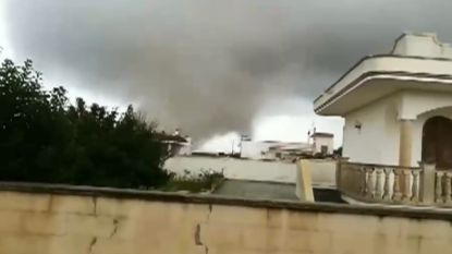 VIDEO. Tornado en waterhoos richten ravage aan in Italië