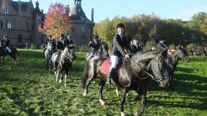 Paarden- en hondenwijding aan kasteel Ooidonk