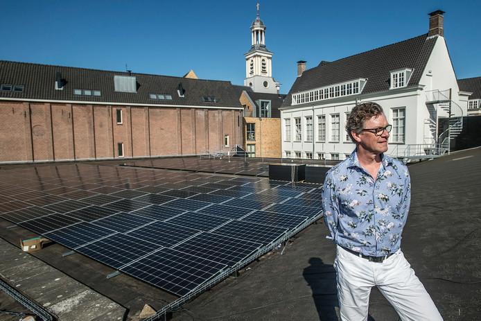 breda-foto : ron magielse<br />jan bres van energiecoorperatie bres bij de zonnepanelen op het dak van de nieuwe veste