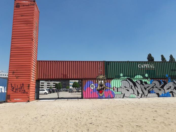 Zeecontainers bij het stadsstrand in Den Bosch.