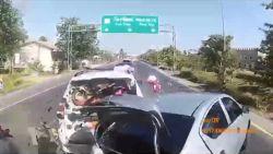Dashcam filmt hoe slapende trucker op file botst