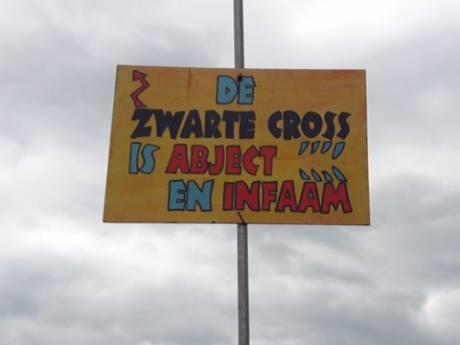 Zwarte Cross maakt excuses voor 'racistisch' bord en zeil