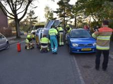 Auto belandt op zijkant in Nijmegen, vrouw lichtgewond