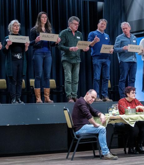 Toneelvoorstelling 'Iets met boeren' in Hooge Mierde toont aan hoe schrijnend de boer is