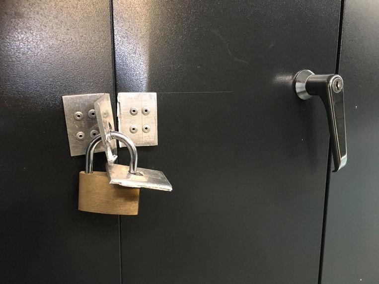 De daders forceerden enkele lockers in de school