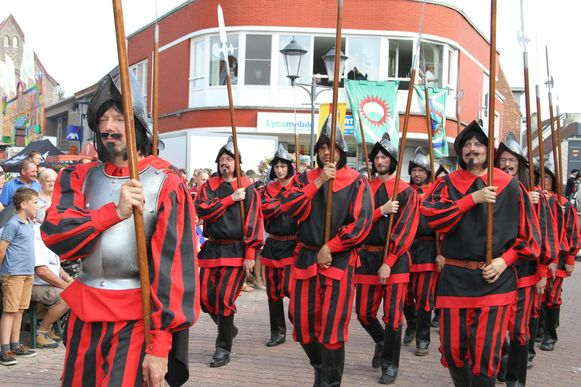 De Spaanse soldaten zijn eveneens van de partij.