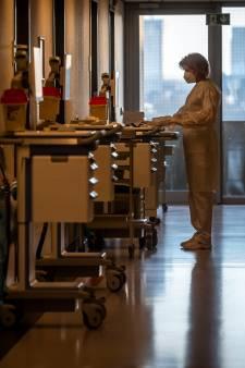 Ziekenhuizen onder druk: Twee patiënten met tumoren. Wie wordt het eerst geopereerd?