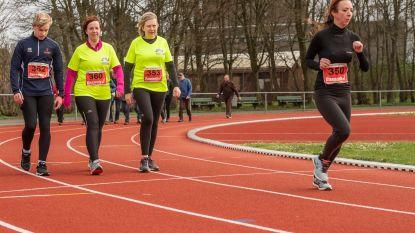 600 sportievelingen joggen 12 uur tegen kanker