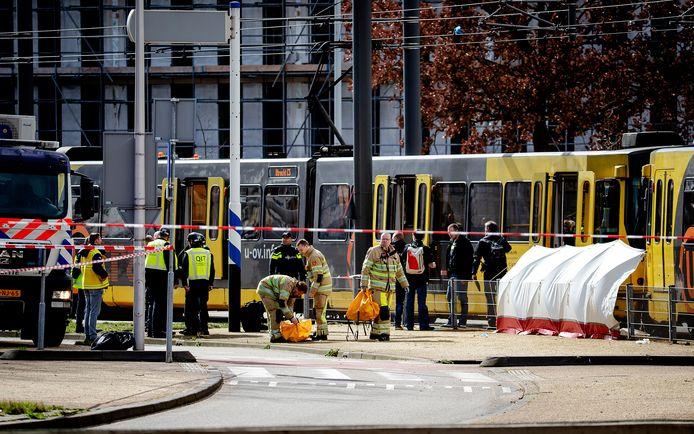 Hulpdiensten aanwezig op het 24 Oktoberplein in Utrecht.