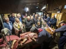 Nostalgische slachtvisite op Wendezoele in Ambt Delden