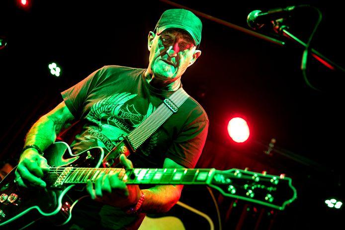 Een optreden tijdens de Bluesroute in Helmond, met Jan Akkerman in het Muziekcafé