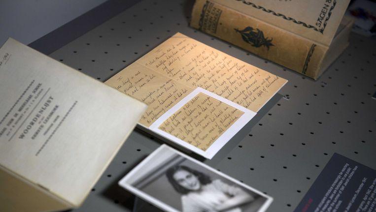 Een aantal foto's en brieven uit het archief van Otto Frank. Beeld ANP