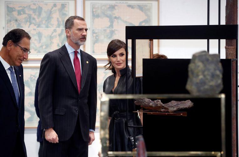 Koning Felipe en koningin Letizia brachten vandaag samen met de Peruaanse president een bezoek aan de hedendaagse kunstbeurs in Madrid. Of ze ook de levensecte sculptuur bekeken, is niet bekend.