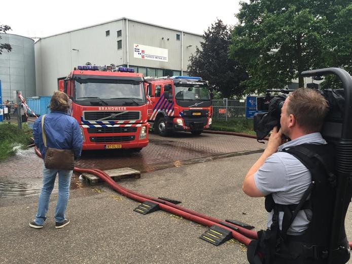 De brand zou zijn uitgebroken bij een van de voorste panden op het terrein.