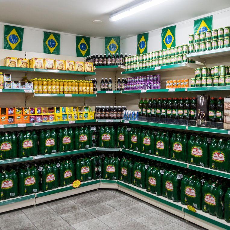 Braziliaanse supermarkt in de Kinkerstraat Beeld Tammy van Nerum