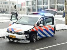 Politiewagen ramt auto tijdens spoedrit