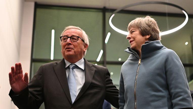 Juncker en May in Straatsburg. Beeld EPA