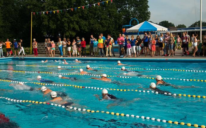 Zwemmen als deel van de minitriatlon