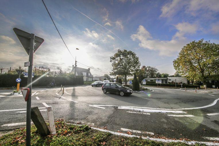 De 'rotonde Colruyt'. AWV wil er een kruispunt met verkeerslichten.