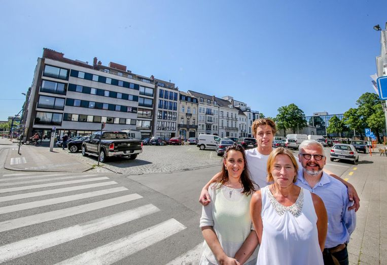 Stephanie Kavadias (bistro Mediterraneo), Louis Ottevaere (Bar Nude), Karien T'Joen (conservatorium) , Pascal Vandenhende (boekenhuis Theoria) organiseren Bazaar.