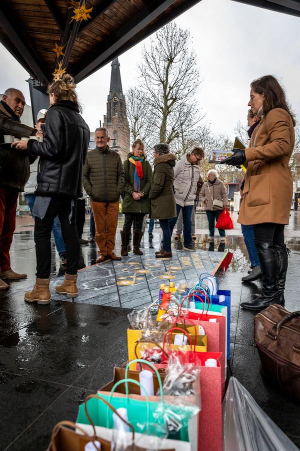 In de Helmondse kiosk staan presentjes voor de vrijwilligers klaar.